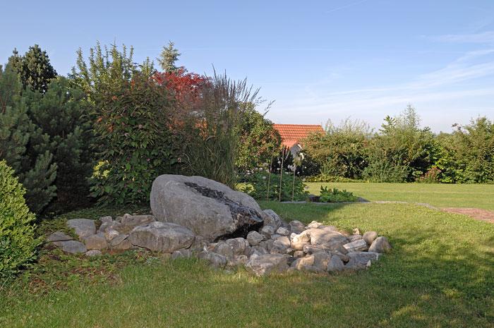 Wasser im garten von ball gartenbau ag b retswil b retswil for Teicheinlauf stein
